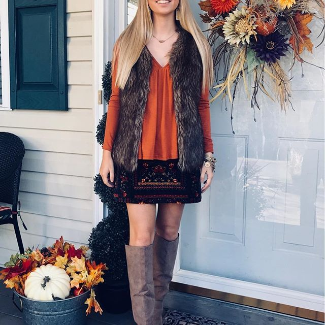 Happy Thanksgiving! Today on the blog l am sharing 25 Things l am Thankful for on the blog today! l am also sharing my favorite Black Friday picks on the blog later tonight, but you can head on over to my snap (brightestotb) to view them now! These boots are great dupes for the Sam Edelman boots and they are UNDER $45 Also, my favorite earrings are ON SALE!➡️➡️ @liketoknow.it #liketkit http://liketk.it/2tzyj