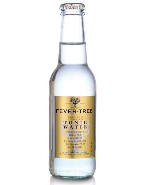 Tónica Fever Tree. Fabricada en Surrey (Reino Unido) con agua de manantial, quinina del árbol de la fiebre de Ruanda, azúcar de caña, ácido cítrico, aceite de naranja y ralladura de limón. No muy carbonatada y burbuja pequeña. H&Co