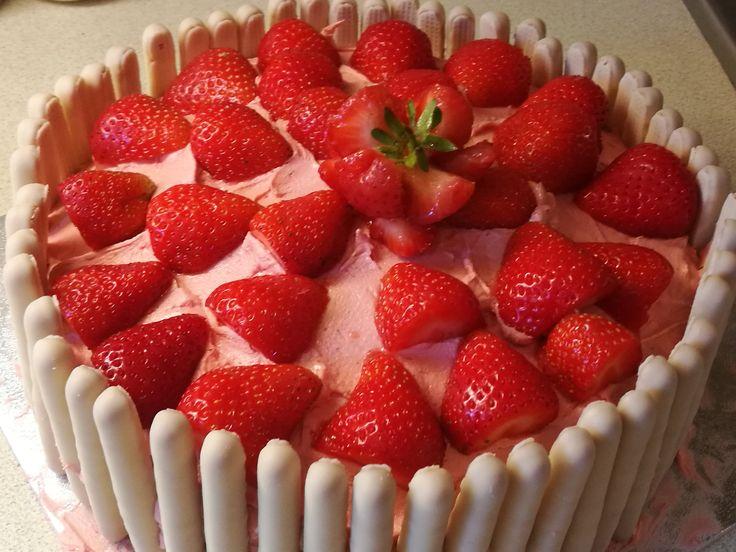 Strawberry, White Chocolate & Vanilla Cake  Simply fabulous :D  #Chocolate #Strawberry #Fruit #Cake #Bake #birthdaycake #vanilla