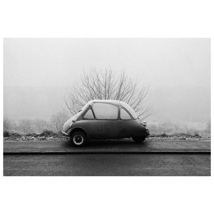 There is only a week left to visit the audio-visual MMM exhibition from musician Matthieu Chedid and photographer Martin Parr in Paris.  The exhibition is on display at Cité de la Musique - Philharmonie de Paris until January 29.  PHOTO: from 'Bad Weather'. Elland. England, GB. December, 1978. © @martinparrstudio/#MagnumPhotos  #MartinParr #MatthieuChedid #blackandwhitephotography