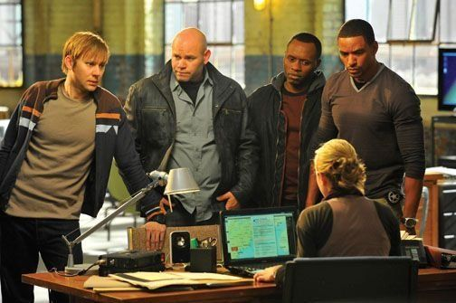 Still of Laz Alonso, Malcolm Goodwin, Domenick Lombardozzi and Jimmi Simpson in Breakout Kings (2011)