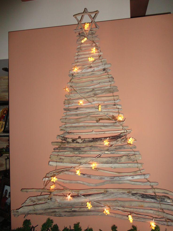 Driftwood Christmas tree. Χριστουγεννιατικο δένδρο απο θαλασσόξυλα.