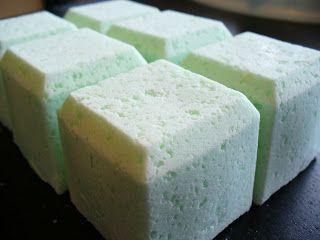 alimakes: Bath Bomb Recipe #3 - Rosemary Peppermint