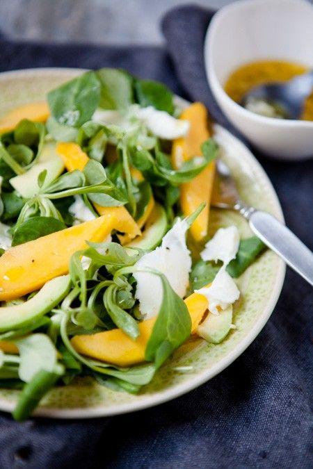 Schneller Salat mit Mango, Avocado und Büffelmozzarella