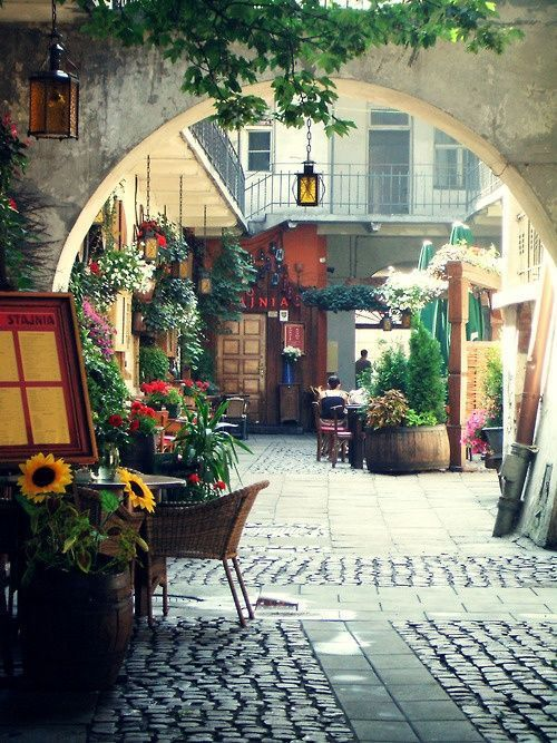 Outdoor Cafe,#Krakow, Poland (by unknown)