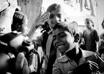 La passion des voyages s'accompagne bien souvent aujourd'hui de carnets de voyages et de photos garants de nos meilleurs souvenirs. Imaginez des voyages dédiés à la photographie…et qui plus est en Inde ! Si la photographie semble suspendre la course du temps à travers ses clichés, l'Inde est un pays changeant et en évolution continue défiant les limites de l'art..