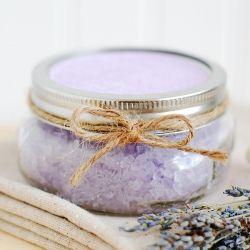 Homemade lavender bath salts - makes a great handmade gift!