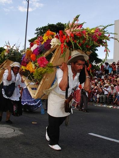 Desfile de Silleteros!  Medellín, Colombia!!!   Feria de las Flores!!