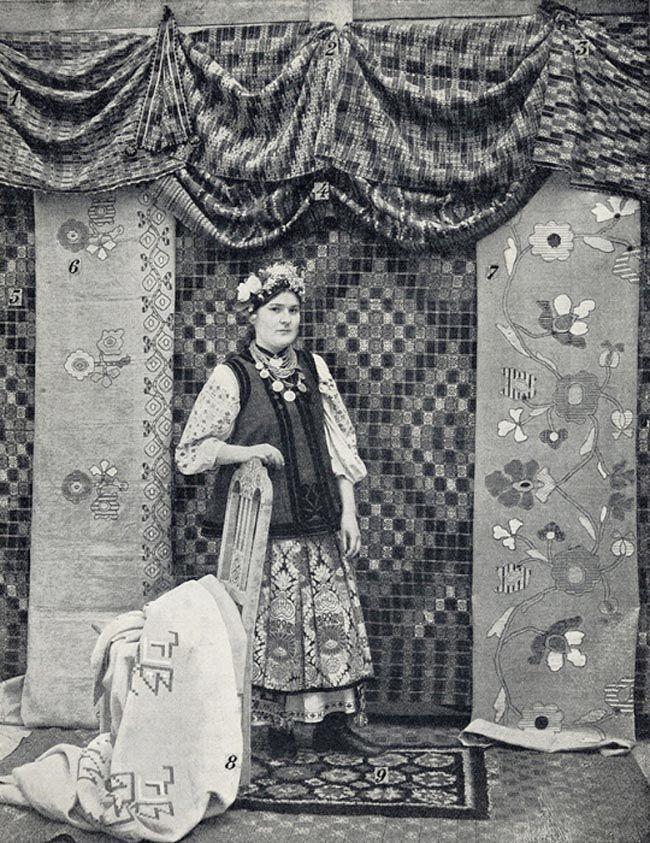 Традиционные промыслы и ремёсла на Руси: вышивкой украшались полотенца, скатерти, покрывала, свадебная и праздничная одежда, церковное и монаршее облачение.