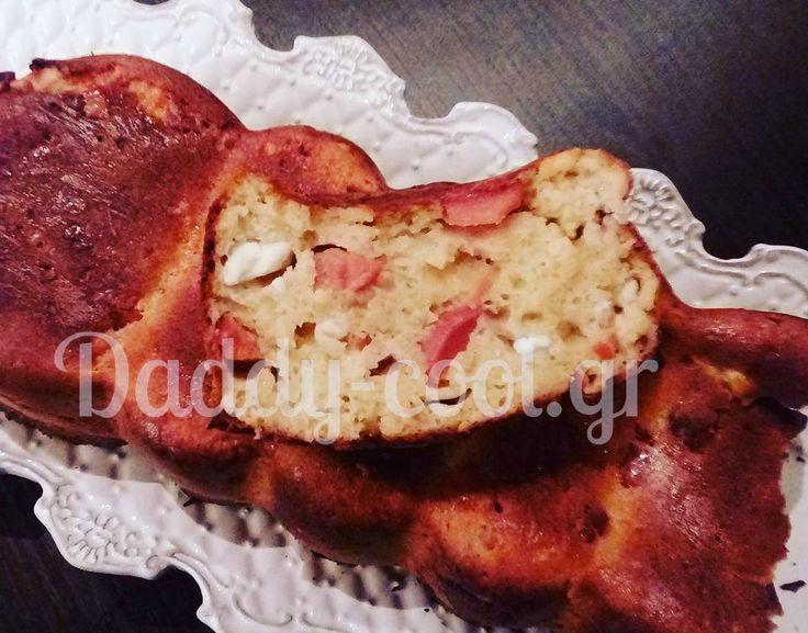 Εύκολο αλμυρό κέικ χωρίς γιαούρτι    Ενά κεκάκι που φτιάχνετε τσακ μπαμ με τα περισσέυματα που έχεις στο ψυγείο και είναι πεντανόστιμο!    Υλικά    1 φλ. Φέτα  ½ φλ.κίτρινο τυρι  3 αυγά  2 φλ. Γάλα  1 1/2 φλ. Αλεύρι  2κ.σ. βούτυρο  1 κ.σ. baking powder  4 λουκανικα
