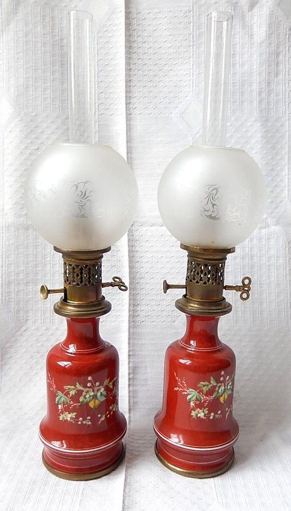 19eme Paire De Lampe A Huile Ceramique Peinte Globe Depoli Verre Bronze Antique Light Fixtures Antique Lighting Vintage Lamps