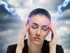 Kopfschmerzattacken sind die typischen Anzeichen einer Migräne