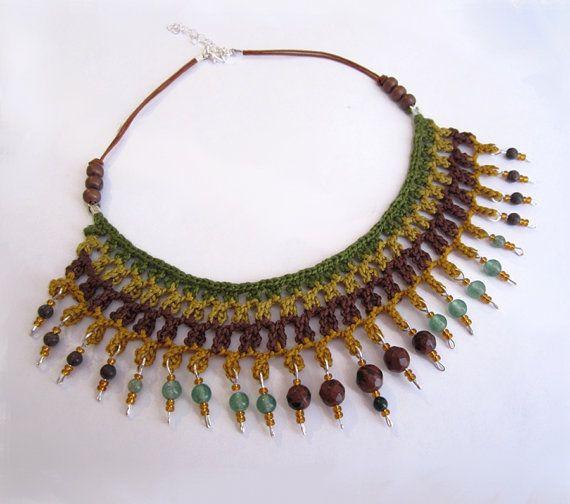 Woodland Cotton yarn crochet necklace stones por GiadaCortellini