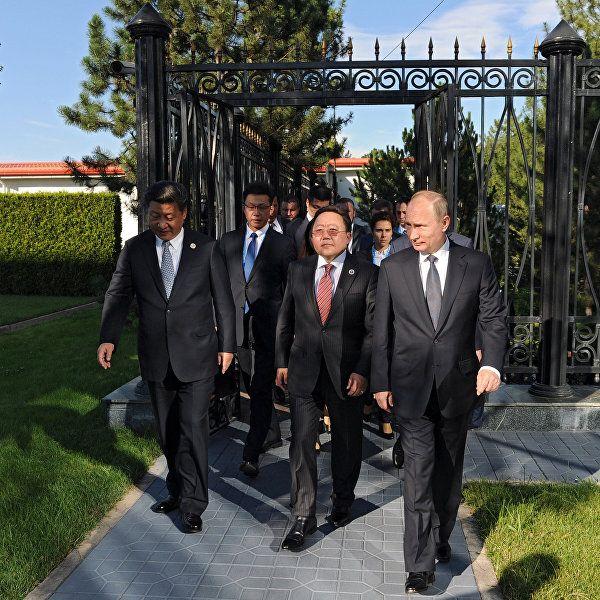 Президент Узбекистана поприветствовал прибывших на саммит ШОС лидеров стран   РИА Новости