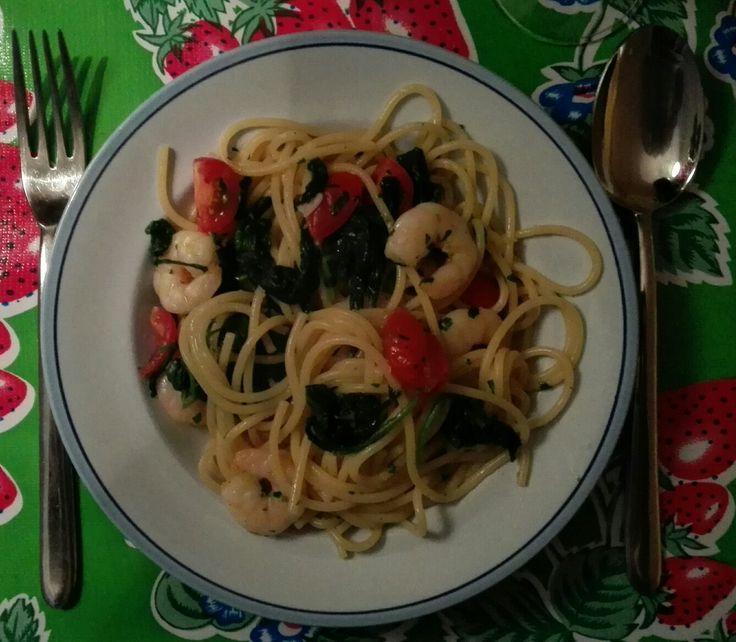 Linguine con gamberi e spinaci