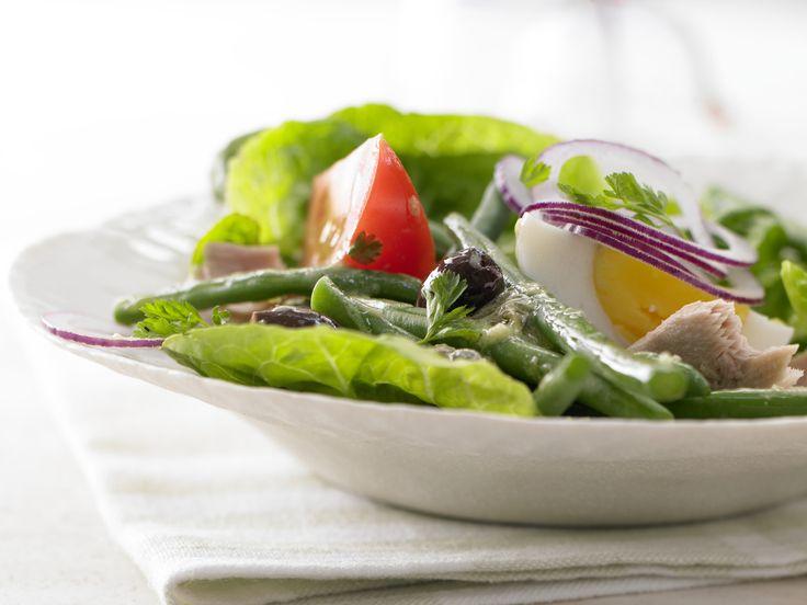 Nizza-Salat - mit Thunfisch, grünen Bohnen und Eiern - smarter - Kalorien: 526 Kcal - Zeit: 40 Min.   eatsmarter.de Nizza-Salat: ein Klassiker, der immer geht.
