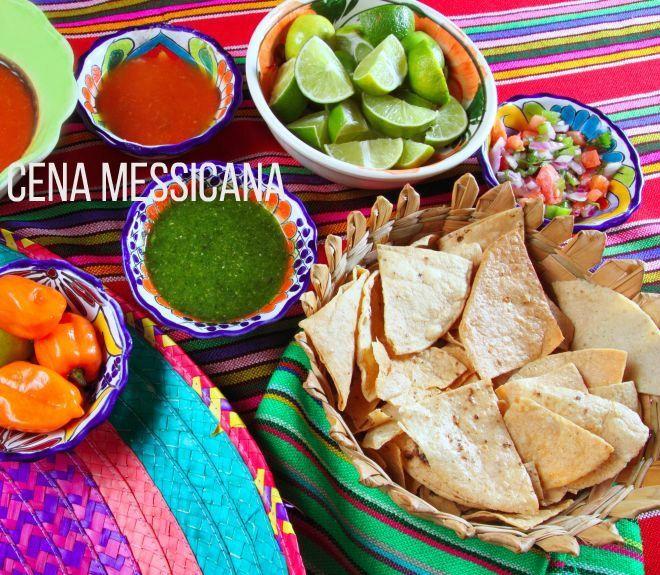 Ricette messicane facili da cucinare in casa, con piccolo 'dizionario' dei termini, per capire la differenza tra burritos, fajitas, tortillas e tacos.   Se amate le spezie e le ricette gustose, anche esotiche, dovete proprio cucinare messicano una volta nella vita. Si tratta di piatti semplici e gustosi, ma non eccessivamente speziati: a parte il peperoncino e un po' di cumino (se vi piace), sono tutti piatti molto freschi, pieni di succo di lime, pomodori a crudo e cipolle dolci....