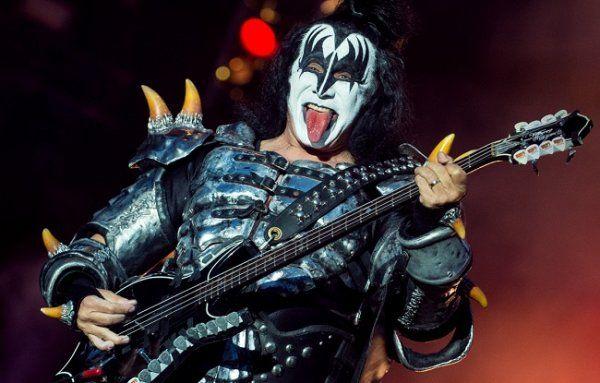 """Джин Симмонс из Kiss: РФ и США обязательно найдут общий язык https://dni24.com/exclusive/127201-dzhin-simmons-iz-kiss-rf-i-ssha-obyazatelno-naydut-obschiy-yazyk.html  Легендарная американская шок-группа Kiss, которая собирается дать концерт в Москве, часто ввязывается в политические вопросы, а особенно это любит делать один из основателей коллектива - бас-гитарист Джин Симмонс. На этот раз музыкант рассказал журналистке """"Интерфакса"""" о своём отношении к нынешней ситуации между РФ и США…"""