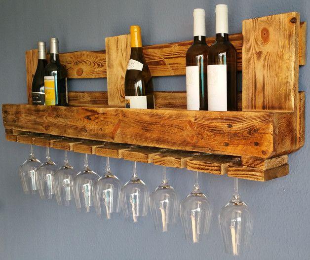 **Beschreibung:**  Dieses wunderschöne **Weinregal** ist ein echter Hingucker an jeder Wand. Es besteht zu 100% aus recycelten Euro-Paletten und bietet platz für **8 bis 10 Flaschen** und **9...