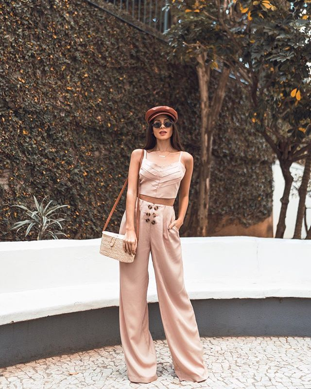 Conjunto rosé. Pantalona + Boina + Bolsa de palha. Instagram: @viihrocha | Looks do dia @Viihrocha | Pinterest | Outfits, Casual outfits and Fashion