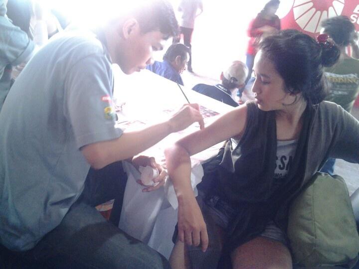 Dukung sambil kasih face painting untuk Indonesia... gratis loooh...