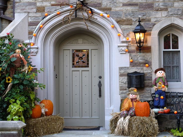 decoration ideas classic wood house entrance with cool halloween pumpkin above straw and cute doll fascinating halloween decoration ideas - Pictures Of Houses Decorated For Halloween