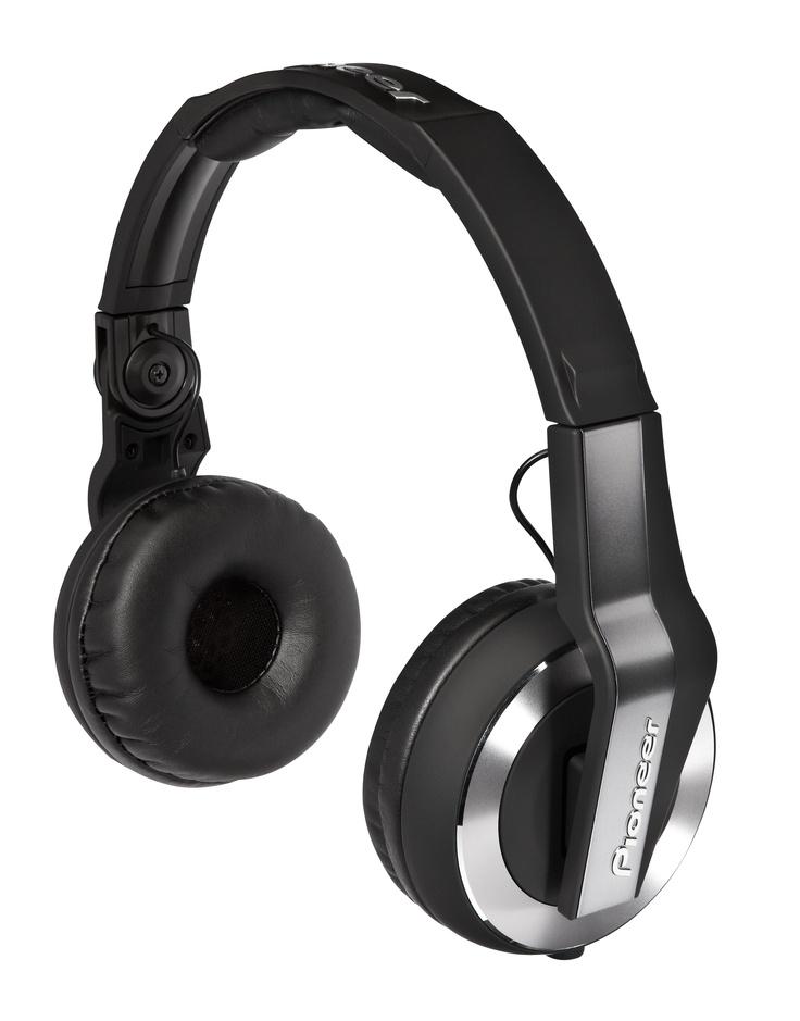 SPECIFICATIES PIONEER HDJ-500:  De Pioneer HDJ500 DJ hoofdtelefoon is gemaakt voor een veelzijdige en flexibele inzetbaarheid; voor DJ-ing thuis, in de club, of voor muziek luisteren onderweg.    Pioneer heeft bij het ontwerp ervan gebruik gemaakt van de technologie van de duurdere HDJ's en van nieuwe innovaties, zodat je met de HDJ-500 met meer nauwkeurigheid dan voorheen het tempo van je dancemuziek kunt monitoren.