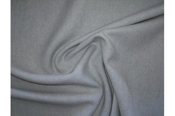 Tela de franela lisa de color celeste. Tejido denso y con textura suave. La lanilla de la franela hace que la tela retenga el calor, por lo que abriga bastante. Tejido versátil. Perfecto para la confección de prendas infantiles, para niño o niña (faldas, vestidos, pantalones). También adecuado para la confección de señora chaquetas, vestidos, faldas...#Franela #lana #tela #lisa #celeste #denso #suave #lanilla #caliente #versátil #confección #infantiles #niños #bebés #señora #faldas #vestidos