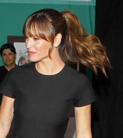 Jennifer Garner. Damn girl, you make that pony look good!