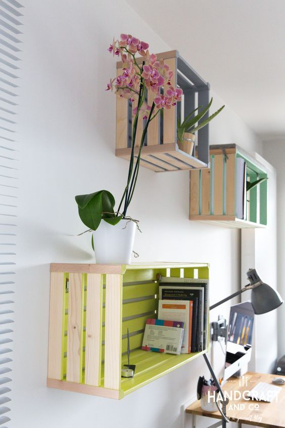 Al decorar son capaces de dar a nuestros ambientes un montón de juego, multitud de usos y opciones decorativas ¿Te animas a pintar cajas de madera?