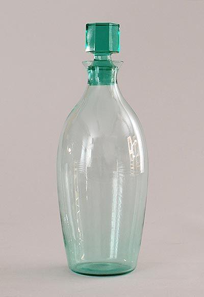 """Botterweg Auctions Amsterdam > Meerblauw glazen wijnkaraf(klein) van servies """"Candor"""" met achtkantig geslepen stop, ontwerp A.D.Copier 1929, uitvoering Glasfabriek Leerdam"""