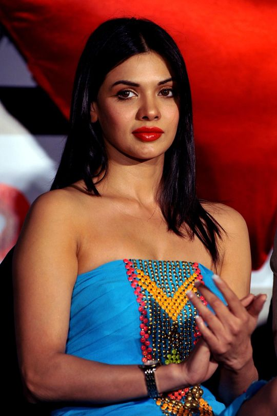 Sara Loren #Bollywood #Fashion