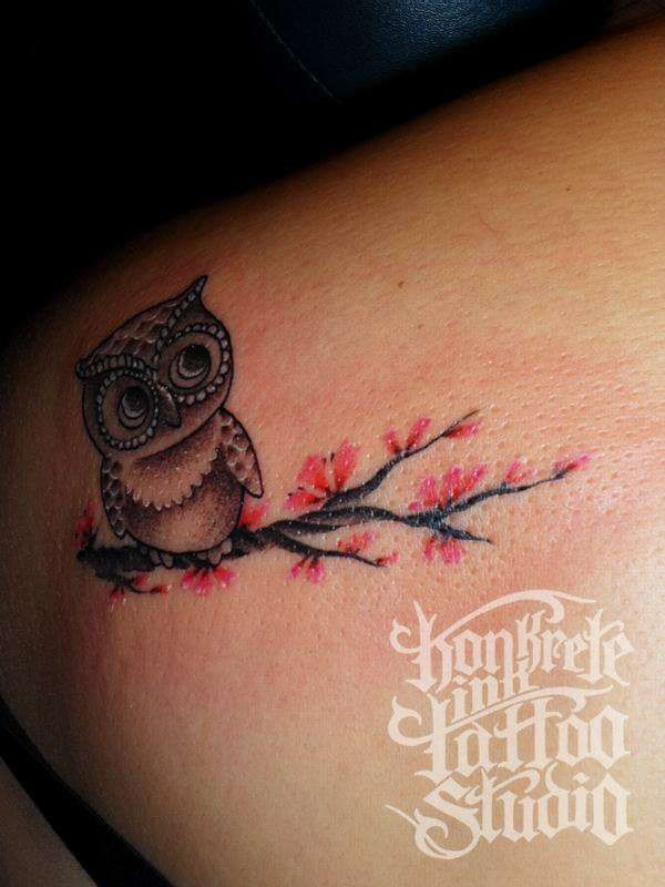 I love this owl tat! I could so get this on my other shoulder...
