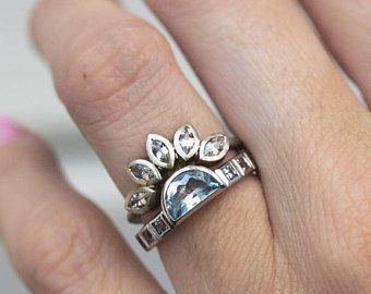 Anillo de Aguamarina con banda zafiro blanco, zafiro y aguamarina anillo, único conjunto, moderno anillo, anillo de piedra