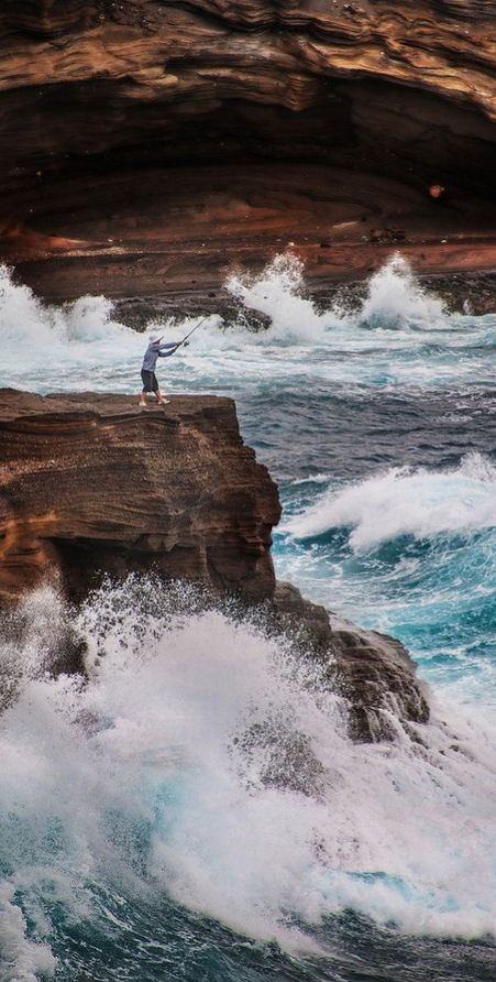 Fishing on Oahu in Hawaii • photo: Trey Ratcliff on stuckincustoms