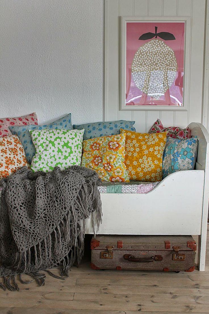 Kids room - Floral pillows - Huset ved Fjorden