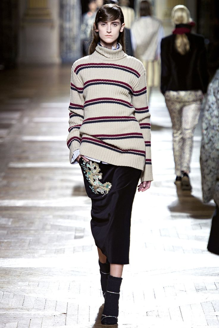 See the complete Dries Van Noten Fall 2013 Ready-to-Wear collection.