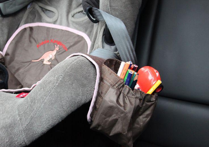 Autostoeltje organizer Kiddie Kangaroo  Nooit meer rondslingerend speelgoed in de auto. Met de autostoeltje organizer Kiddie Kangaroo heeft je kind speeltjes, drinken, etcetera onder handbereik.  http://www.aroundkidz.nl/Kiddie