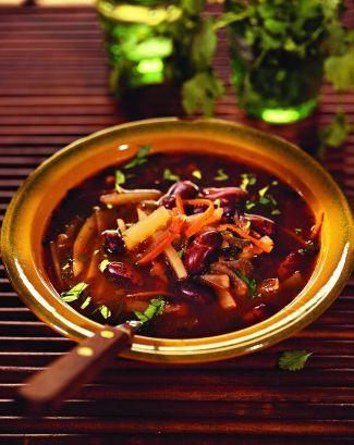 Фасолевый суп с кинзой