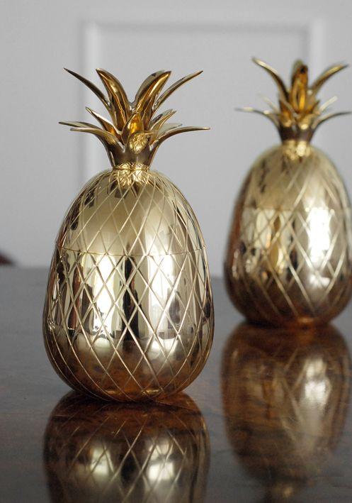 Ananas i mässing. Brass pineapple. www.longcoastliving.se