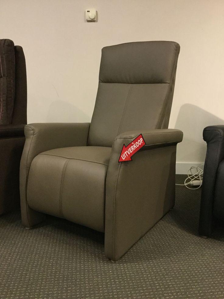 Relax fauteuil YLF258/259, manuele verstelling, maat medium, bekleding in kunstleder.