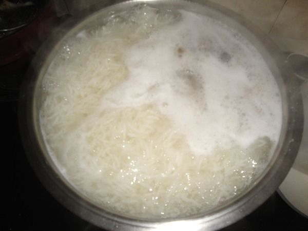 Utilisez l'eau de cuisson du riz comme soin pour cheveux