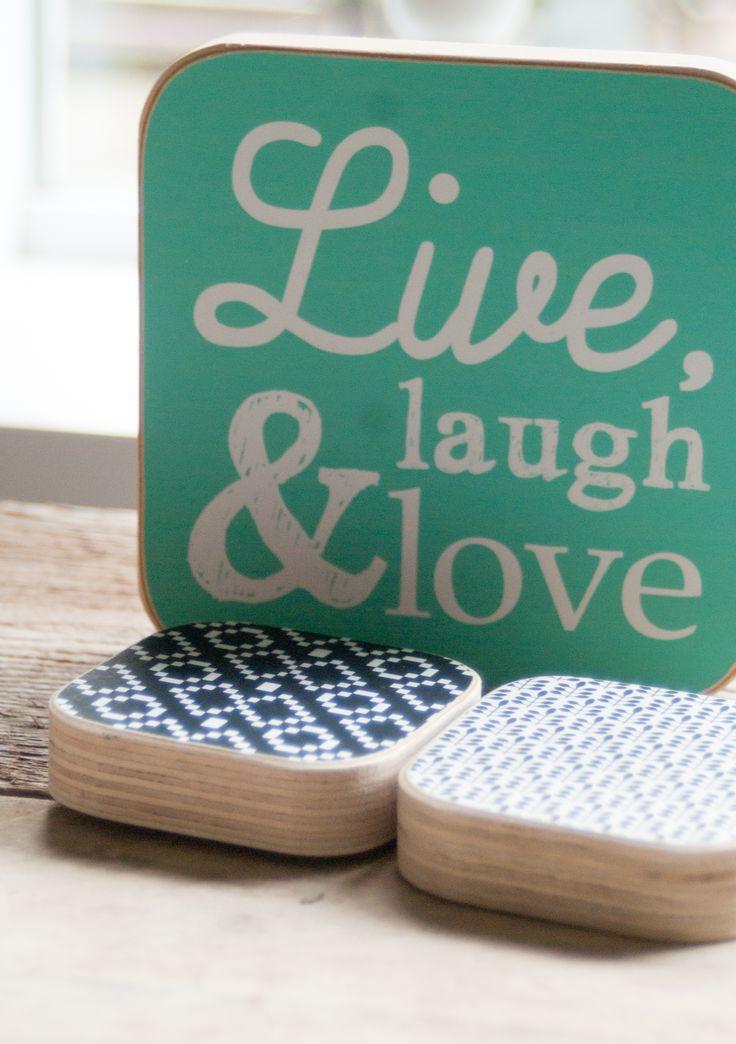 Live, Laugh & Love  Maak je huis gezellig met een mooi houten tekst bordje in de kleur lichtblauw.  Formaat: 13 x 13 cm  Houtprints worden met de hand vervaardigd en zijn daardoor 100% uniek. De houten zijkant zorgt voor een robuuste uitstraling. Handmade with love.  http://www.room26.nl/a-35610991/hout-prints/stoere-hout-print-met-tekst/