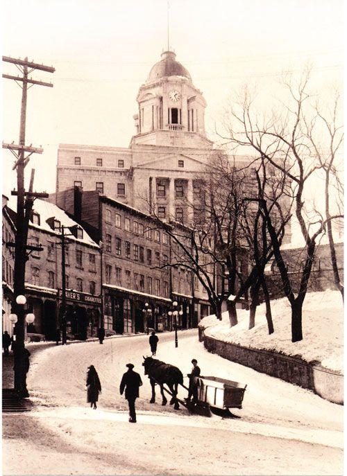Vue du Bureaux de poste dans le Vieux-Québec (Édifice Louis S. St-Laurent) de la Cote de la Montagne vers le début des 1900