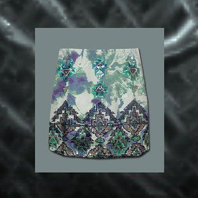 Falda corta brillante estampada con varios colores