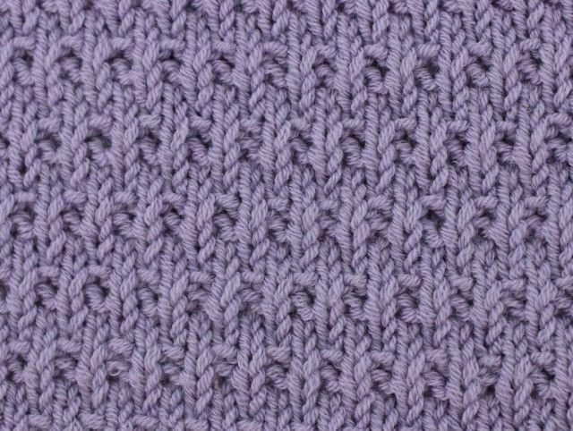 Узор: мелкая плетенка лицевыми и изнаночными петлями