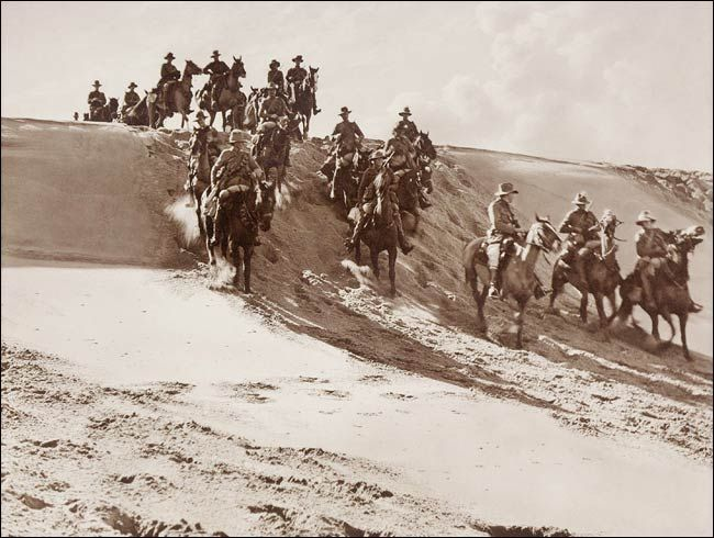 Palestine: the Australian Light Horse on the move across the Desert (Pictures of the Great War by Frank Hurley)
