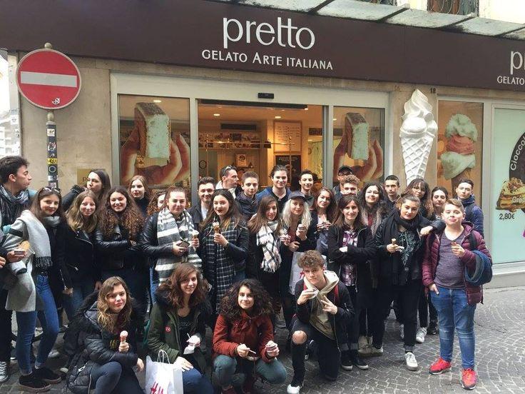 Grande mattinata in compagnia di una scolaresca francese che per #colazione ha scelto il gelato di Pretto!