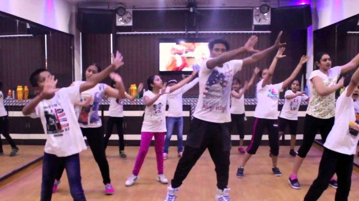 """Step2Step Dance & Fitness Studio"" Chandigarh - Mohali, back with an rocking ""BHANGRA"" performance from Superhit Punjabi Song of 2016 'Pagg Wala Munda' from the movie 'Ambarsariya (ਅੰਬਰਸਰੀਆ)' feat : Diljit Dosanjh.  Song Credits: Singers: Diljit Dosanjh, Tarannum Malik Music Director: Jatinder Shah Lyrics: Happy Raikoti Song Mixed & Mastered by Sameer Charegaonkar  STEP2STEP DANCE STUDIO 1. S.C.O. 21,SECTOR 19-C,CHANDIGARH.(MOB) 09646594101. 2. S.C.F. 53, PHASE - 10 , MOHALI. (MOB)…"