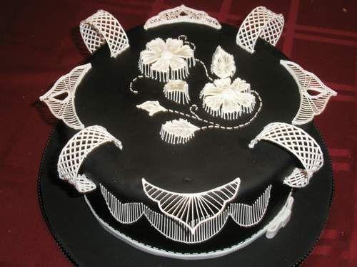 Айсинг позволяет создавать для торта самые невероятные украшения